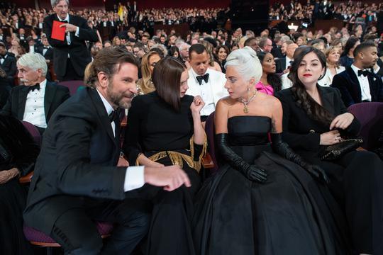 TAJNE POSJETE Bradley Cooper noći provodi s glumicom