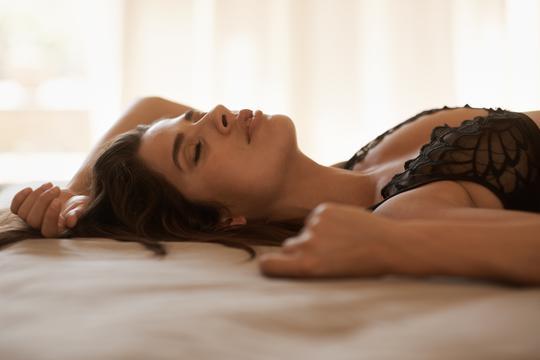 zašto žena curi za vrijeme seksa divovski penis analni kurac