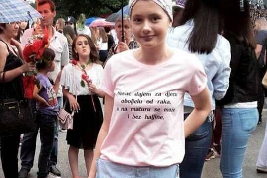 Tata majica tata protiv kćeri izlazi