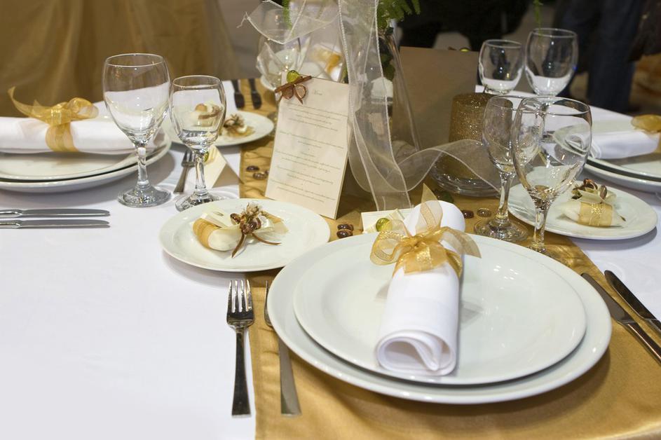 Image result for zlatna dekoracija stola