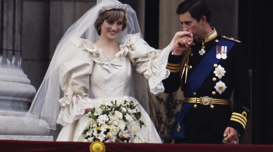 Pogledaj tajnu poruku koju je princeza Diana imala skrivenu na potpetici vjenčanih cipela prije točno 40 godina!