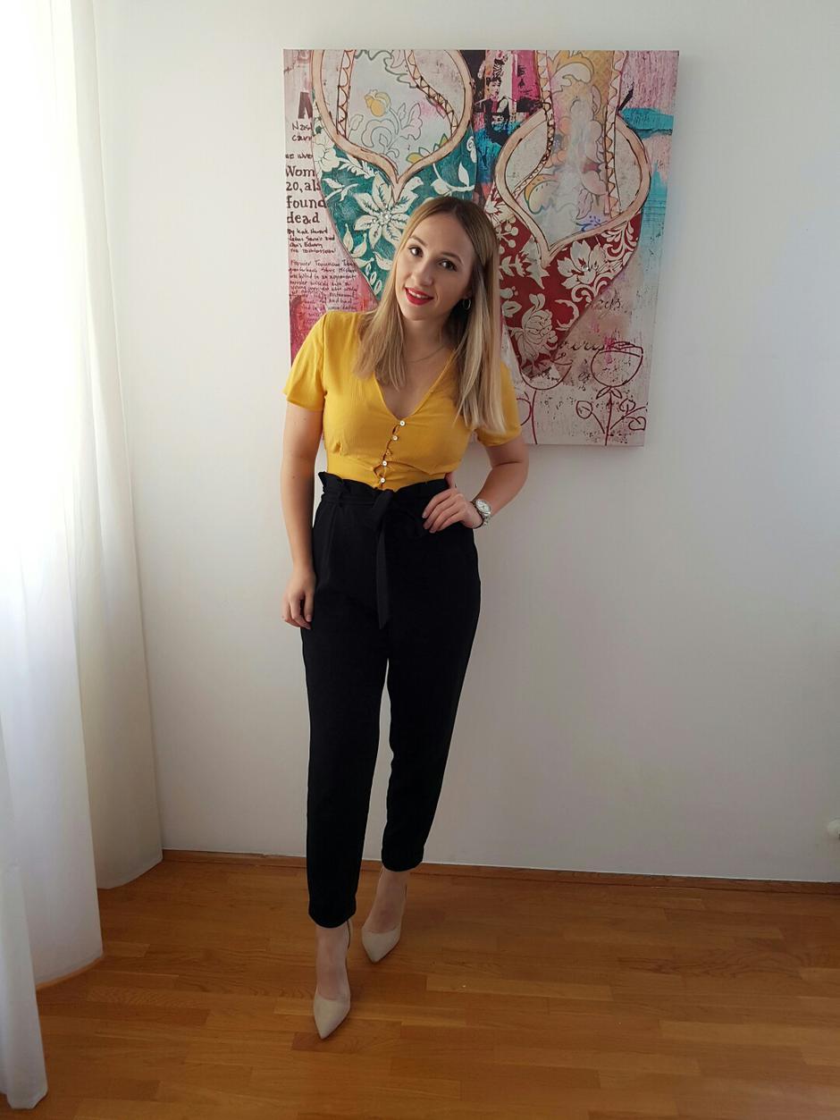 zrela lezbijska zavodi sramežljiva mlada djevojka